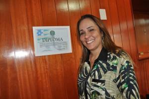 Prefeita Suely Cruvinel feliz com a decisão do TRE. Ela mostrou com orgulho o diploma outorgado pelo povo
