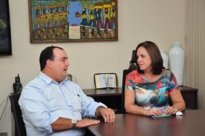 Prefeito Danilo Gleic com a secretária Vanda Siqueira